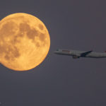 SWISS (HB-IOL) passing the moon shortly after take-off from Copenhagen to Zurich in an Airbus A321 on route LX1273
